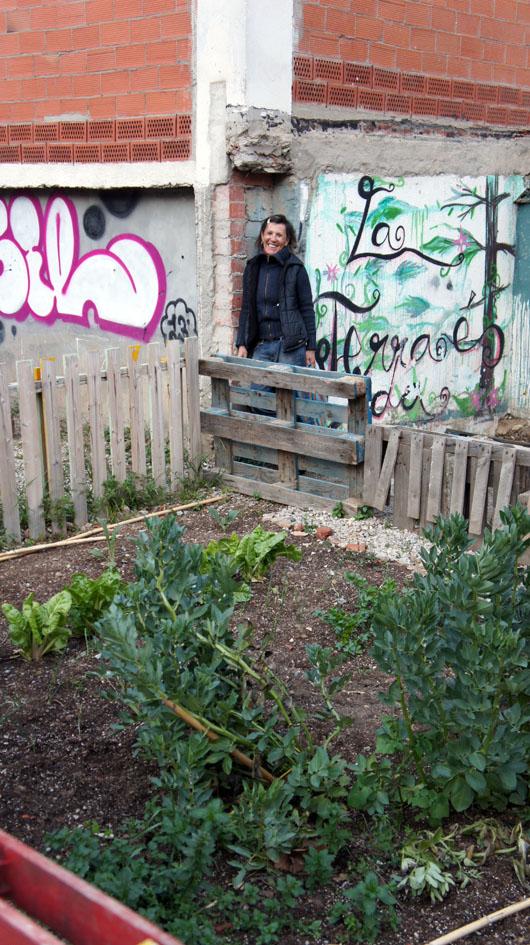 Manuela Angel en el huerto comunitari de Roquetes - Manuela Angel dans le jardin communautaire de Roquetes