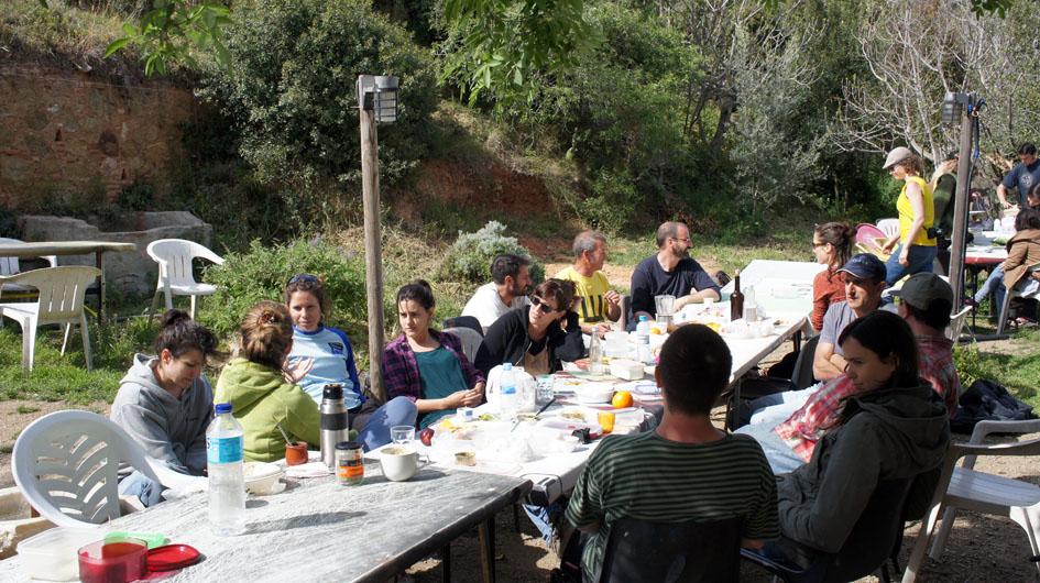 comida compartida con los compañeros del bosque comestible - repas partagé avec les camarades du bosque comestible