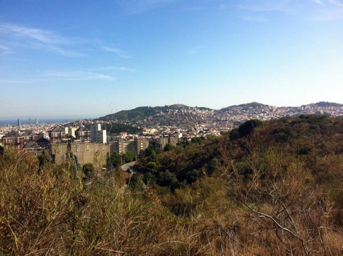 y quiria prosperer en las laderas de Collserola - et voudrait bien se développer sur les versants de Collserola